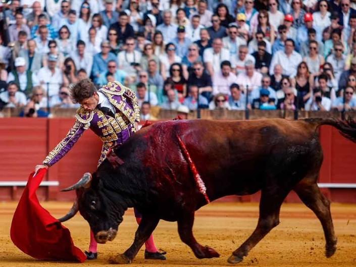 Gran dimensión de Manuel Escribano en Sevilla